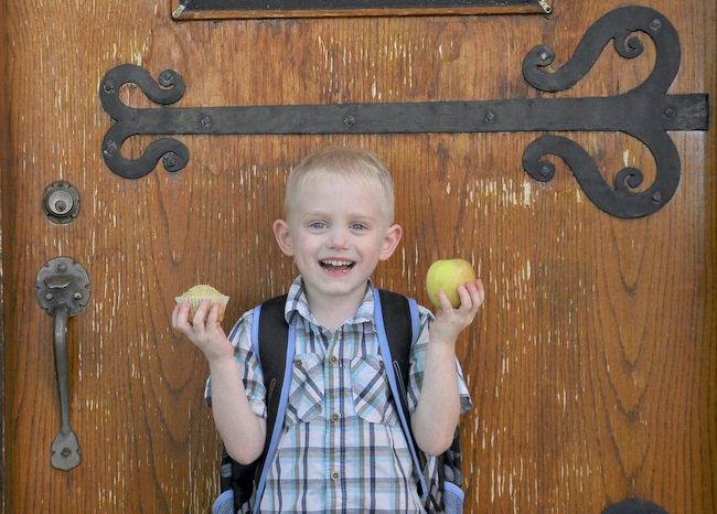 A muffin for him and an apple for his teacher!