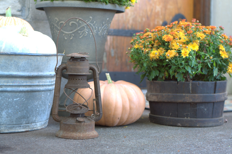 old-lantern-with-pumpkins